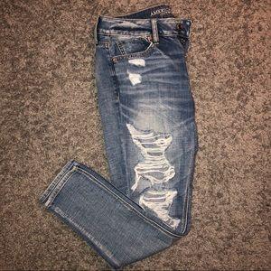 American Eagle Tomgirl Distressed Jean